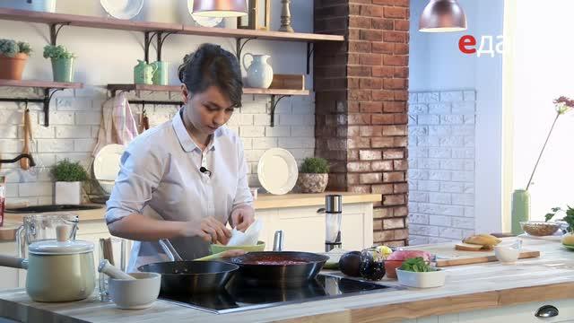 Тартар из лосося с авокадо. Томатный суп с беконом. Веррин из йогурта с черникой и лимоном
